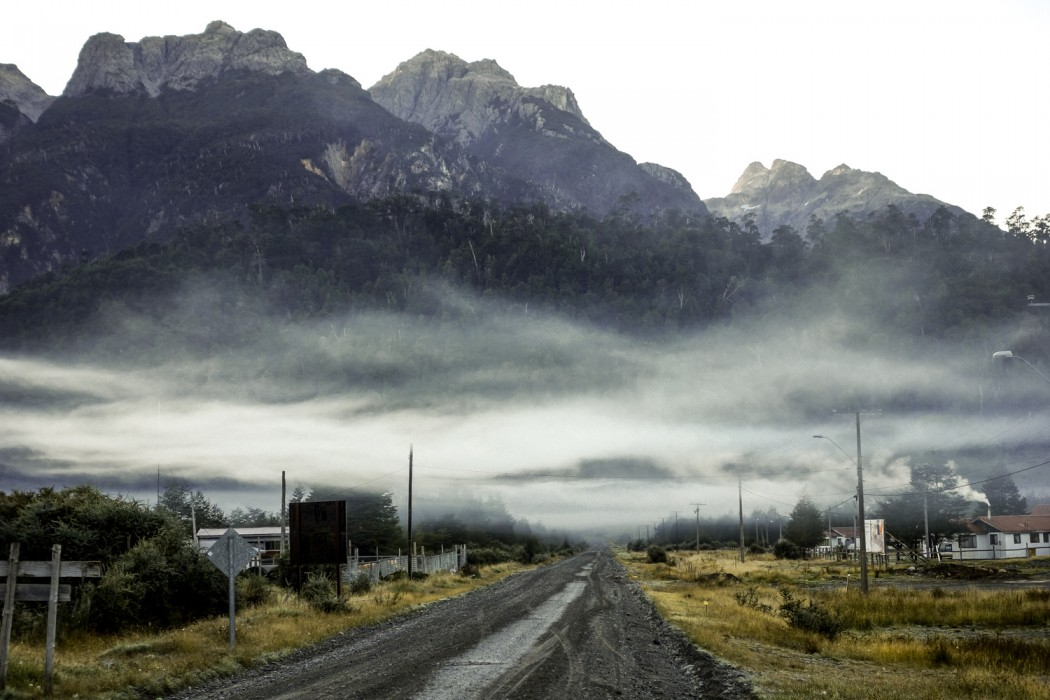 Carretera Austral: Poranna mgła w Villa Santa Lucia