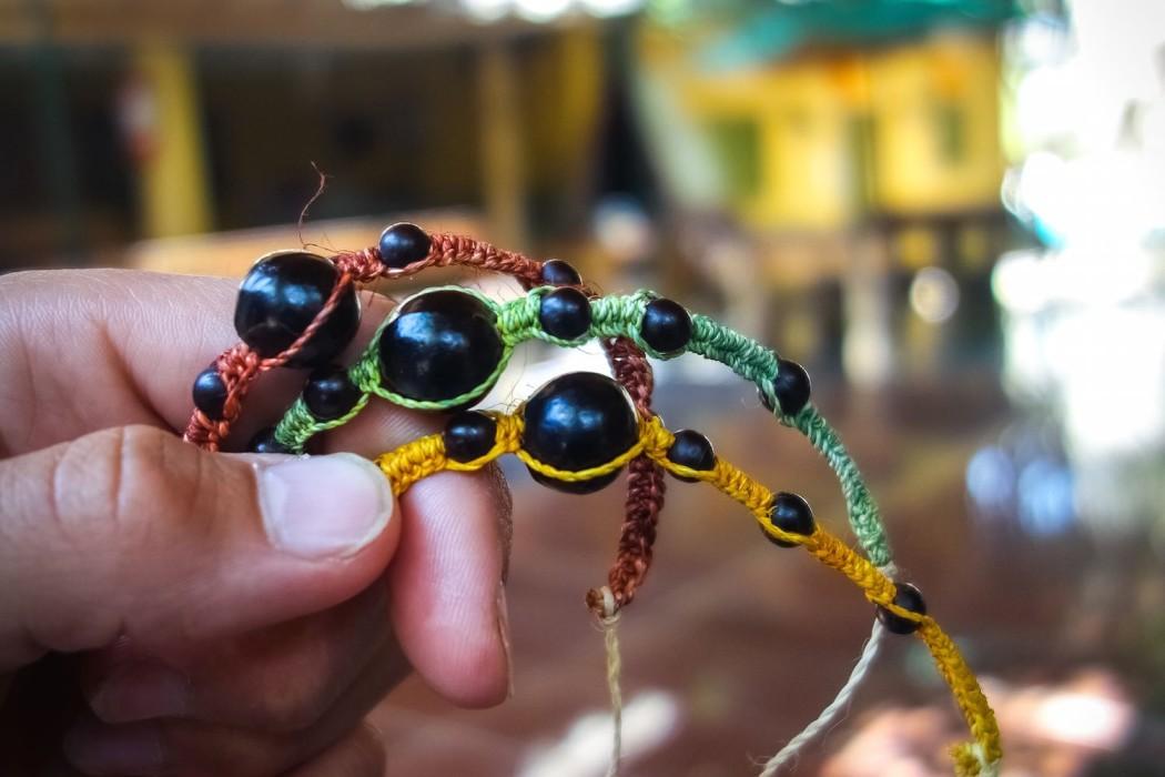 Wykonane ręcznie przez rodzinę Alejandro bransoletki
